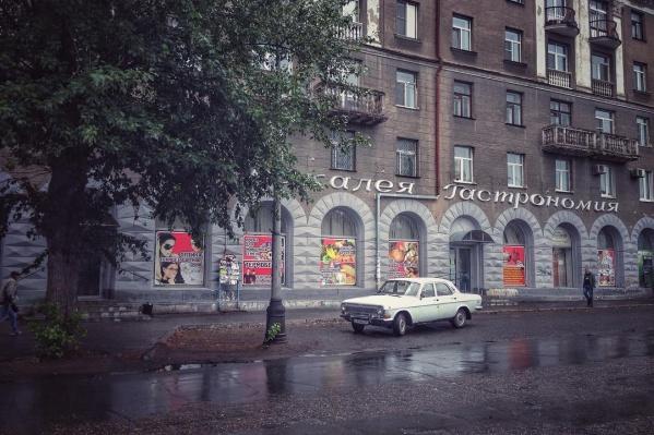 Буквы, как и здание, появились в 50-х годах