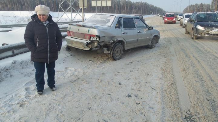 На Объездной автомобилистка на ВАЗе устроила тройную аварию