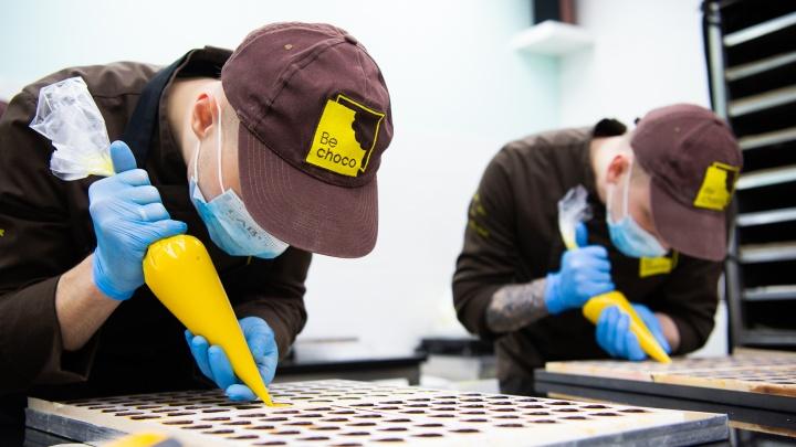 Бизнес папы в декрете: репортаж с шоколадной фабрики, который заставит ваши зубы болеть
