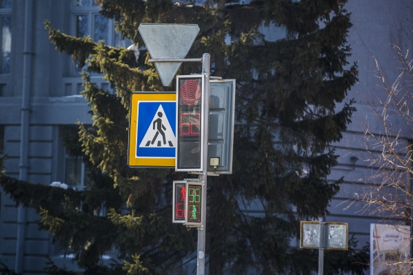 Из-за отключения светофоров водителям и пешеходам придётся быть внимательнее