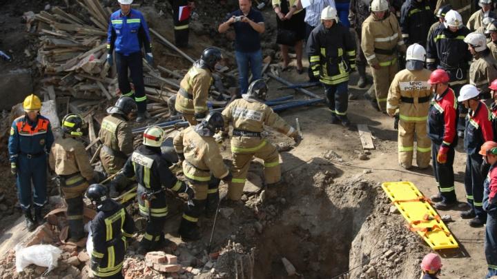 Под обломками стены на Ударной нашли второго погибшего