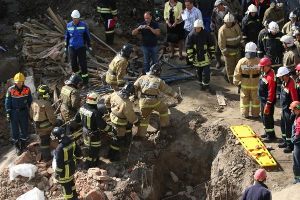 Из-под завалов достали ещё одно тело