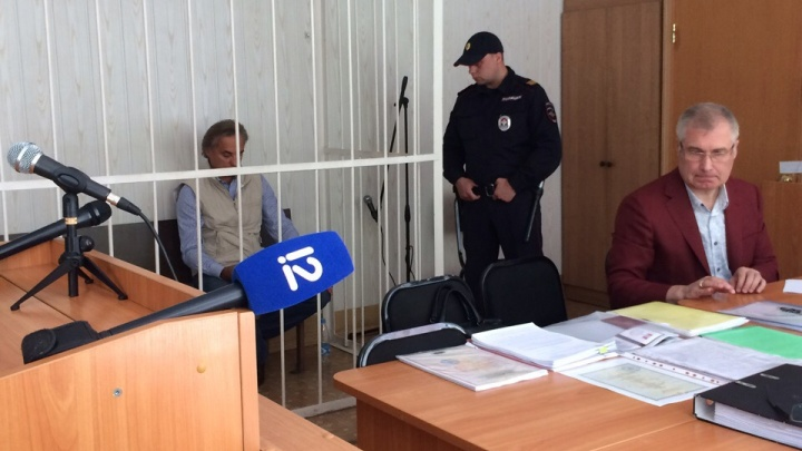 Миллиард обналиченных денег, бизнес-джет и шенгенская виза: в чем обвиняют омского депутата Калинина