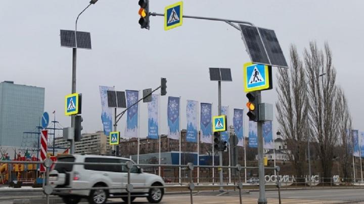 В Волгограде на Нулевой Продольной заработал новый светофор
