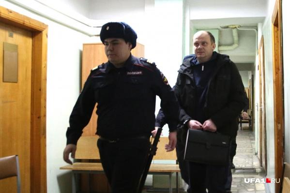 Экс-полицейского всё-таки отпустили