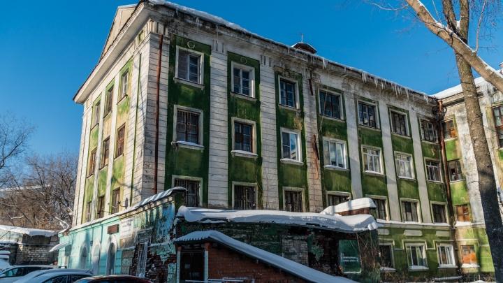 В Перми власти изымают землю под аварийным общежитием на улице Уральской