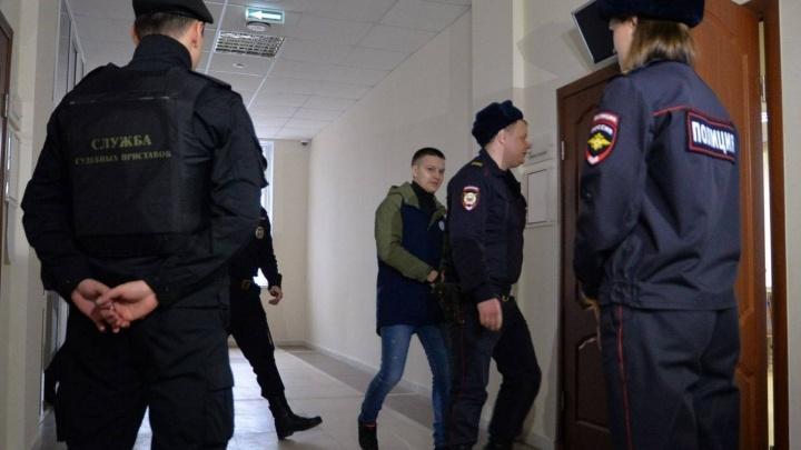 """""""Бить - бил, но не столько раз"""": автохама Игоря Новосёлова начали судить за нападение на блогера"""