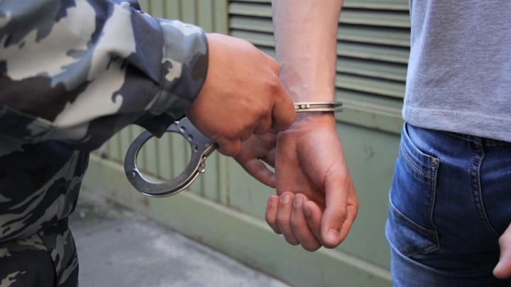 Драма по классике: в Пинежском районе пенсионер напал с ножом на нового ухажера молодой возлюбленной