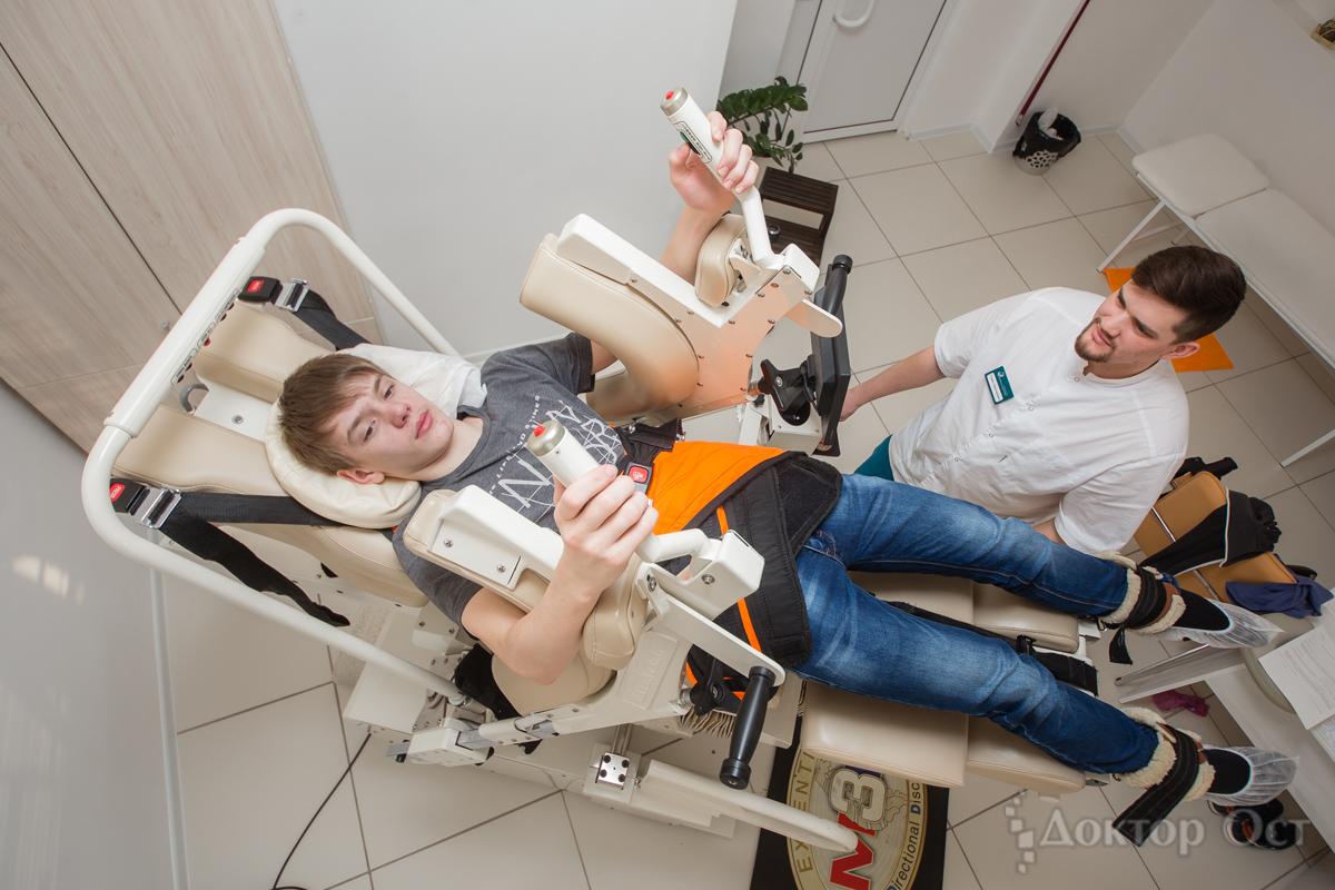 В клинике Новосибирска лечат позвоночник трехмерным вытяжением