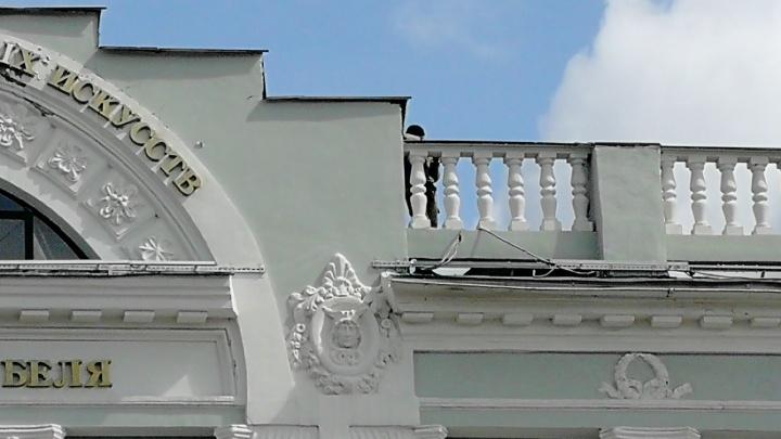 Перед прогулкой Путина по Омску на крыше музея Врубеля сфотографировали снайперов