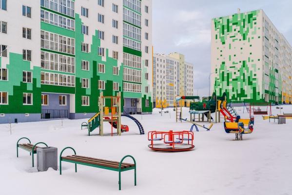 Сочные краски и геометрия узоров — визитная карточка многоэтажек