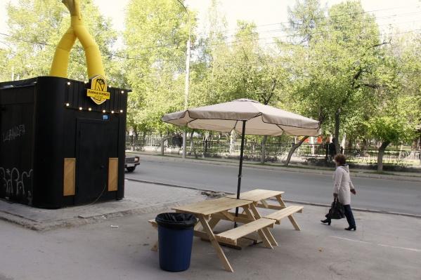 «Лаваш и мясо» представляют редкую возможность посидеть на летней веранде с шаурмой