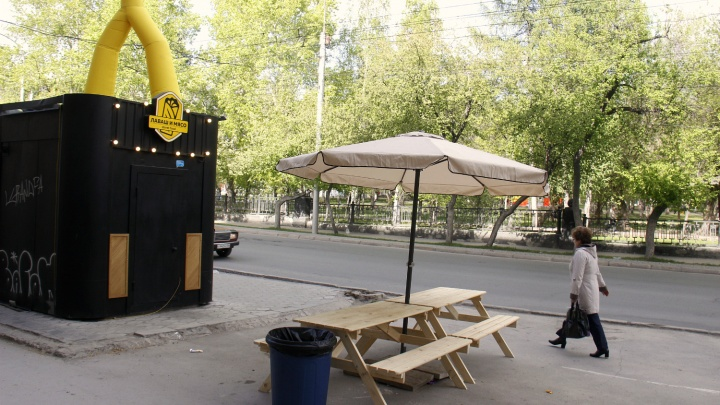 На Советской появился киоск с шаурмой и живой музыкой из консерватории