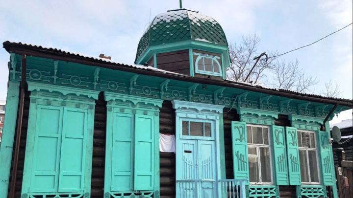 Башня как на Любинском: омичи своими силами восстановили фасад старинного дома в центре города