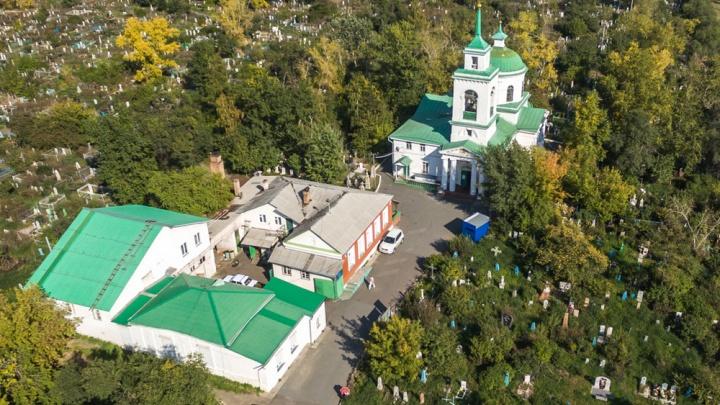 Забор на Троицком кладбище начал разваливаться и его решили поменять за миллион рублей