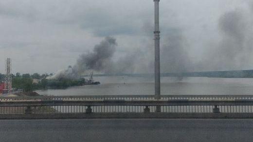 Фото пожара, сделанное с Димитровского моста