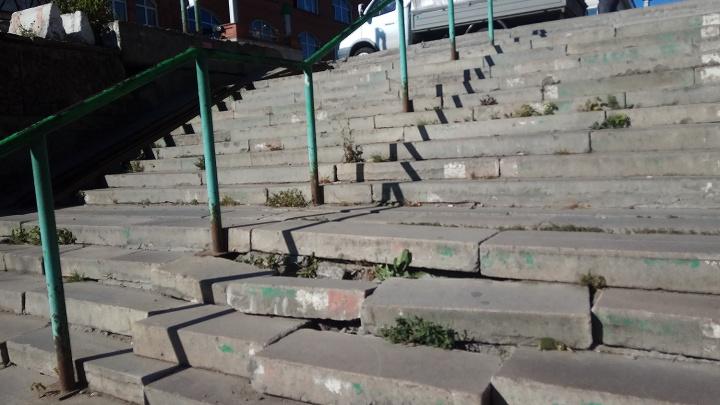 «Где дороги?»: на метро «Гагаринская» рассыпалась лестница — ломайте ноги, пассажиры