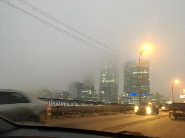 Верхние этажи зданий этим утром не было видно