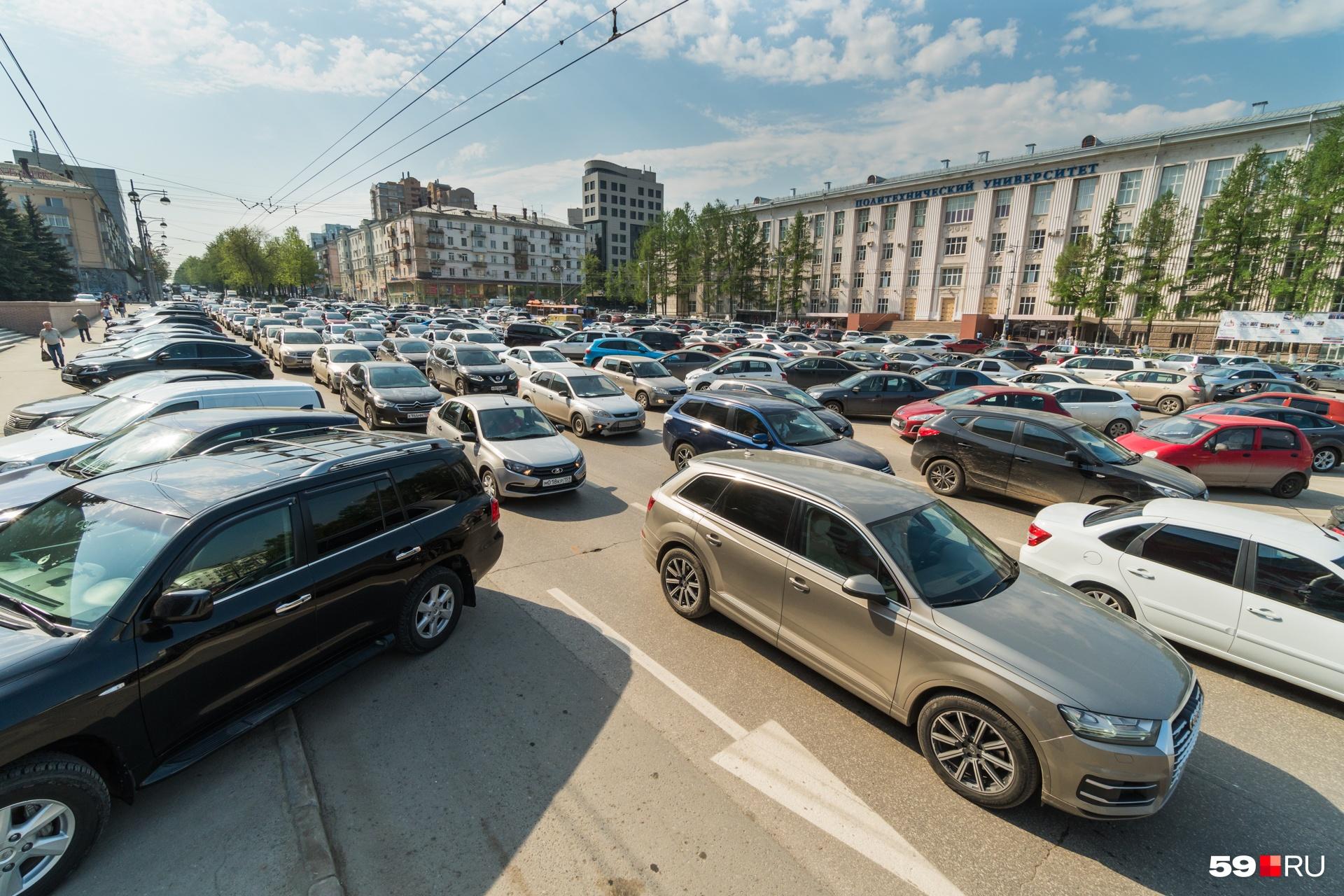Дороги похожи на одну большую парковку
