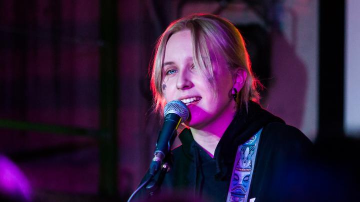 Грустная Гречка: в Новосибирске провалился концерт скандальной певицы, которую не оценила Земфира