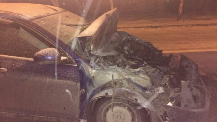 Не успел затормозить: водитель «Ниссана» заехал под автобус на улице Объединения