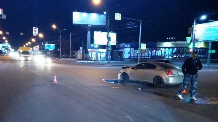Два человека пострадали в ночной аварии в Октябрьском районе