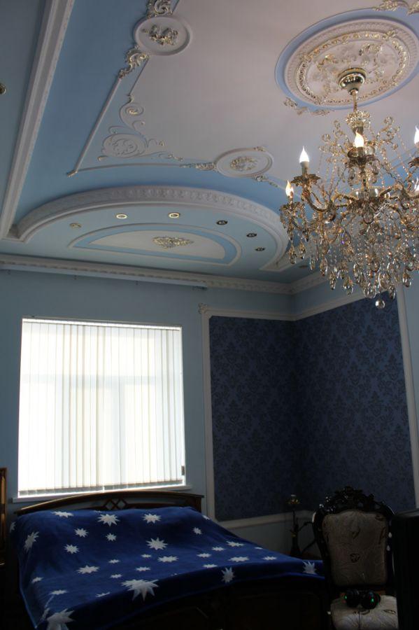 Еще одна спальня. И еще один шикарный потолок!