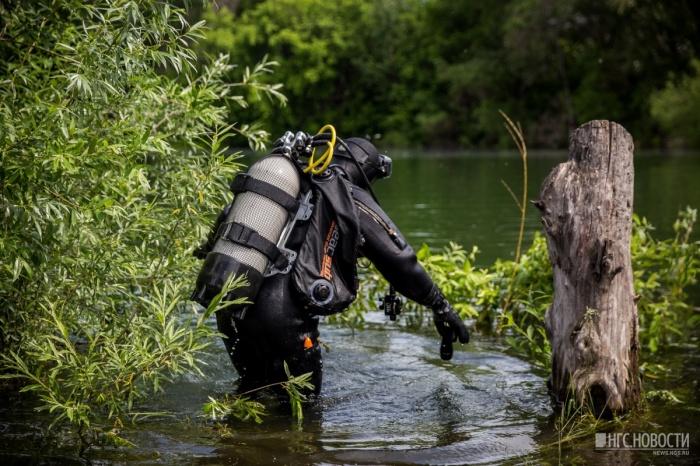 Тело мужчины обнаружили водолазы