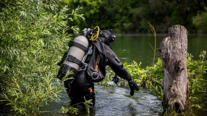 Водолазы нашли окоченевшее тело в реке под Новосибирском
