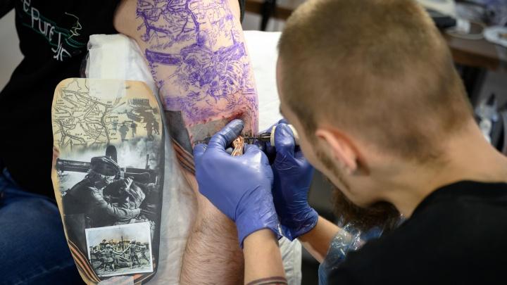 «Больно. Спина и поясница — вообще ад»: в Волгограде прошла битва лучших тату-мастеров России