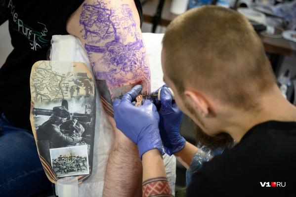 Несколько участников посвятили рисунки победе в Сталинградской битве