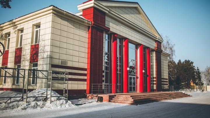 В Ордынском районном доме культуры обрушился потолок. Ранее на ремонт здания выделяли 75млн