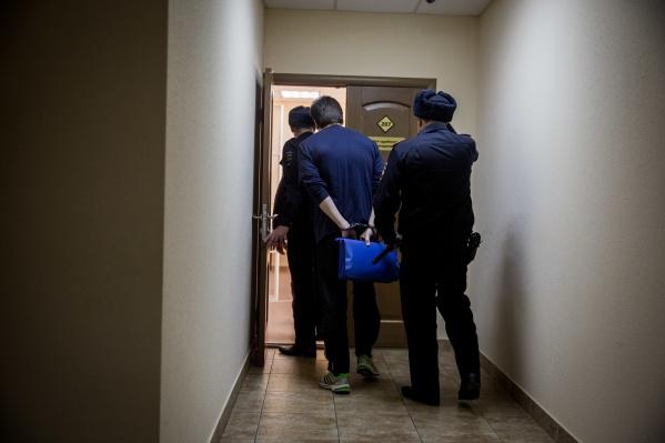 Бизнесмен и его 19-летний знакомый задержаны и арестованы судом