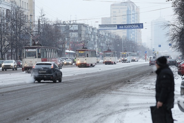 На Кирова движение трамваев сейчас стоит
