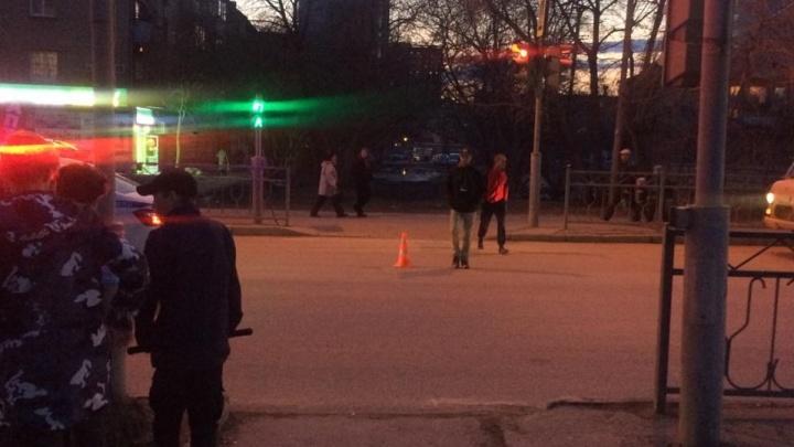 Пытались перебежать дорогу: в Екатеринбурге сбили двоих детей, оба в больнице