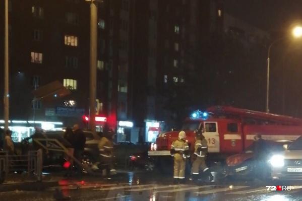 На месте работали полицейские, а также специалисты из пожарной части