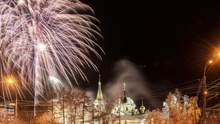 Новосибирцы встретили Рождество фейерверком в Нарымском сквере