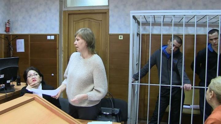 Воткнули нож в шею: в Екатеринбурге осудили братьев-мигрантов за попытку убийства соотечественника
