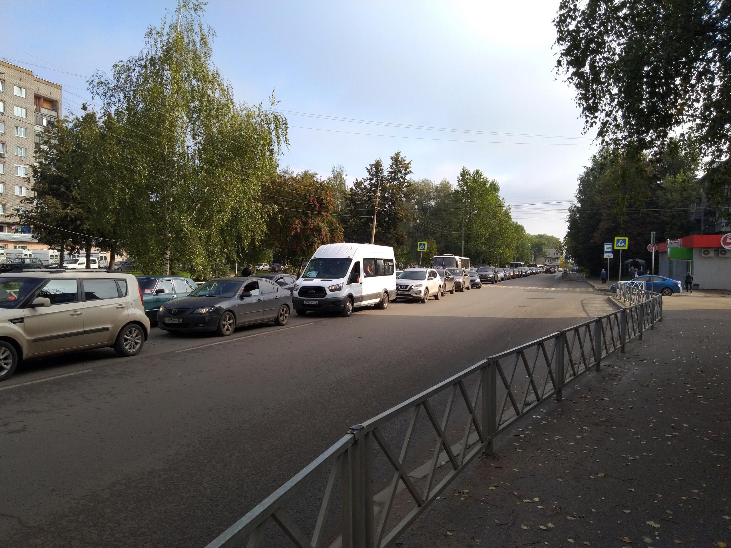 Ярославцы переживают, что так будет каждое утро до ноября, когда закончится ремонт