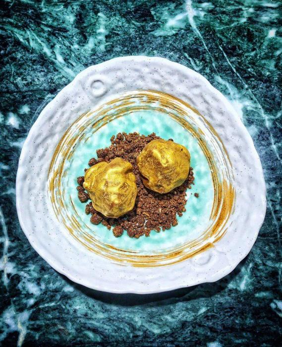 Золотые слитки подают в ресторане перуанской кухни