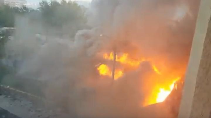Страшный пожар в Уфе попал в объектив камеры очевидцев
