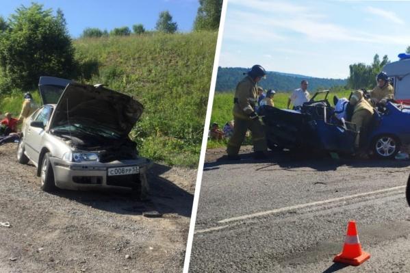 После удара автомобили замерли на разных обочинах