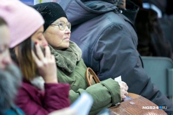 Поэтапно возраст выхода на пенсию женщинам повысят до 60 лет, мужчинам — до 65