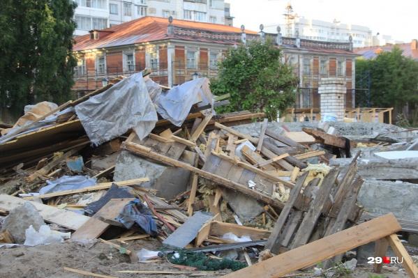 Вот такие развалины в самом центре города