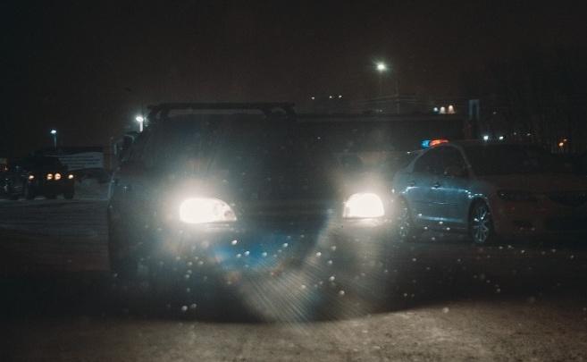 В Тобольске на переходе сбили парня и девушку