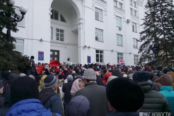 Люди потребовали отставки мэра Кемерово