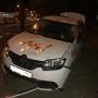 Очевидцы: такси врезалось в дерево, виновата дама за рулем