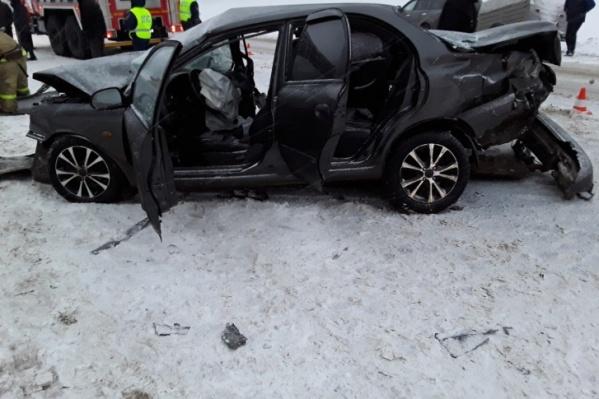 В аварии два человека погибли сразу, несколько пострадавших, включая детей, доставлены в больницу