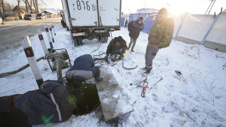 «Взыщут ущерб с владельца коттеджа»: рабочие оставили без воды посёлок в Челябинске