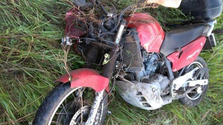 Мотоциклист в реанимации, автомобилист скрылся: ГИБДД ищет участника ДТП на Старотобольском тракте